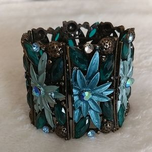 Flexible metal floral cuff